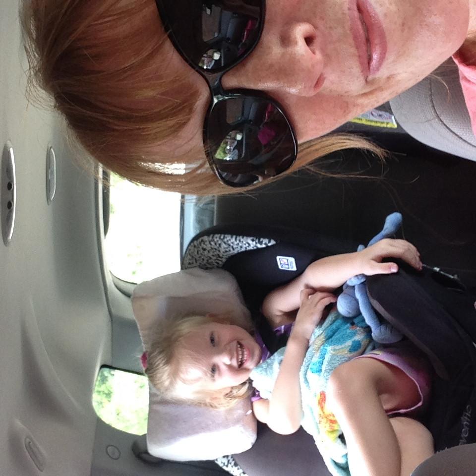 mommy daughter road trip selfie