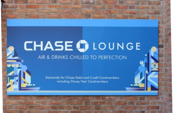 chase lounge sign