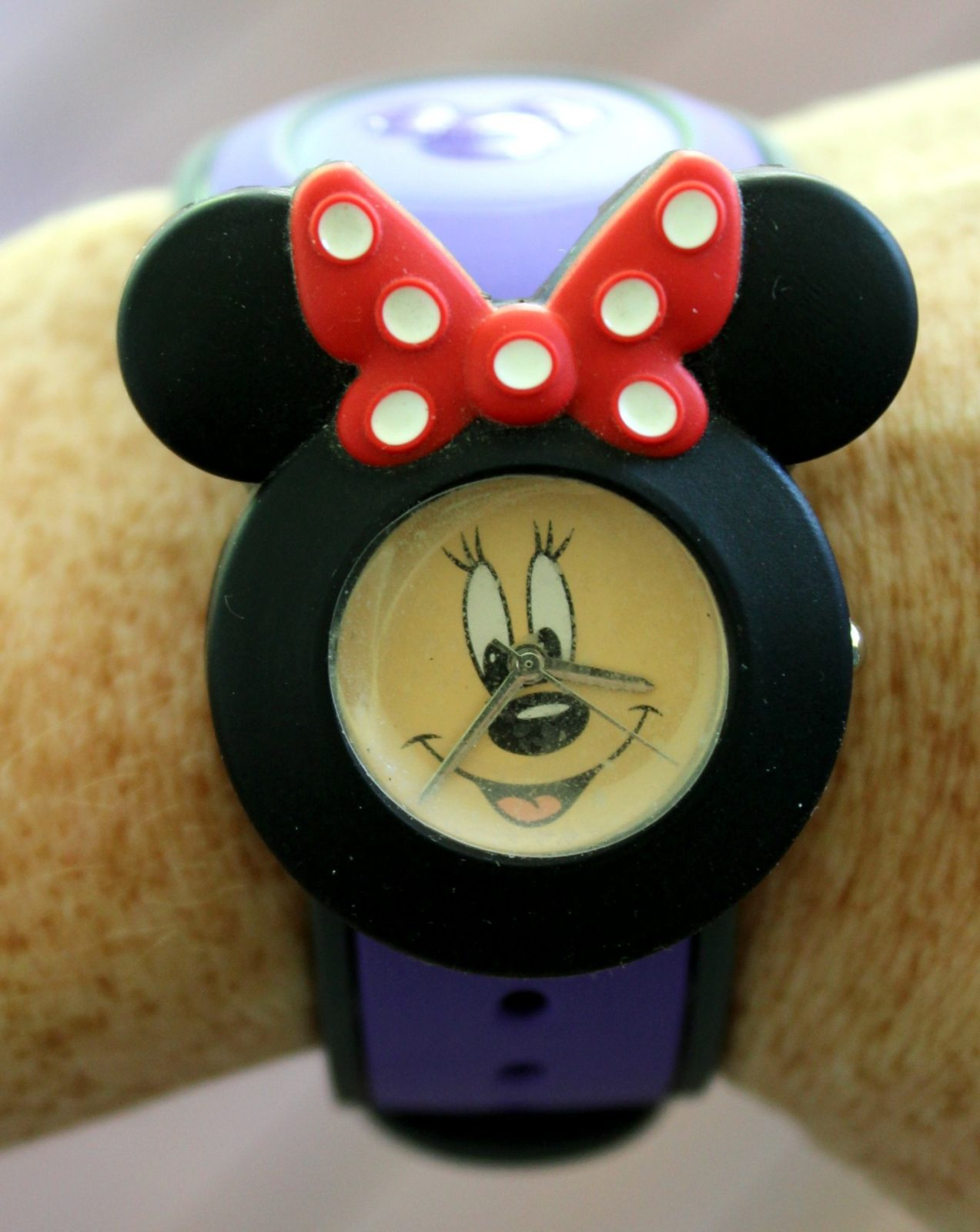 minnie mouse watch on magic band