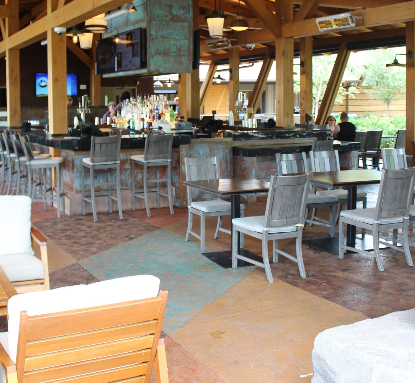 bar and dining area at geyser point