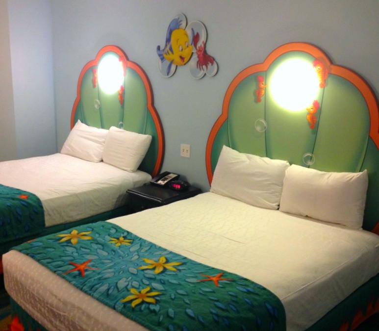 beds in little mermaid room at art of animation resort