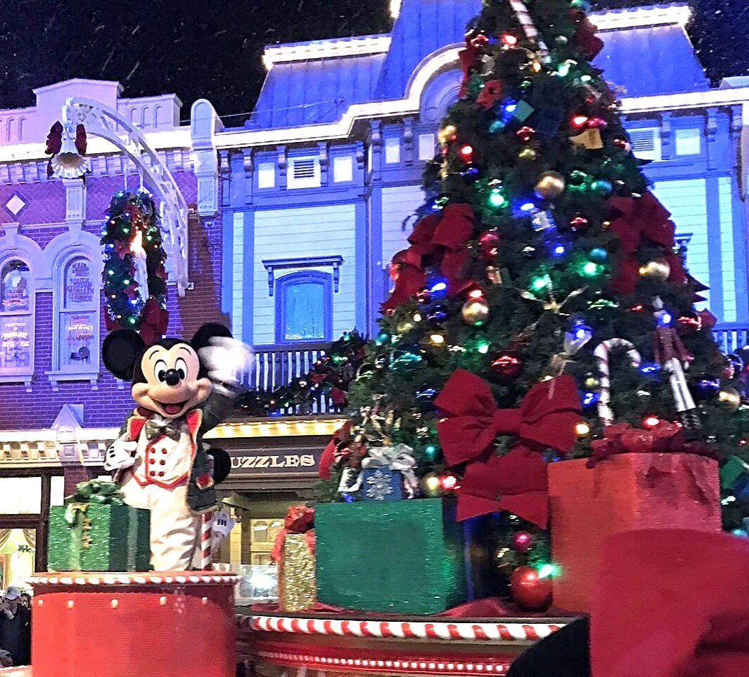 mickey mouse christmas parade float