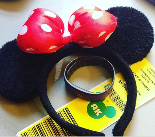 Minnie mouse ears with Disney Magical Express luggage tag