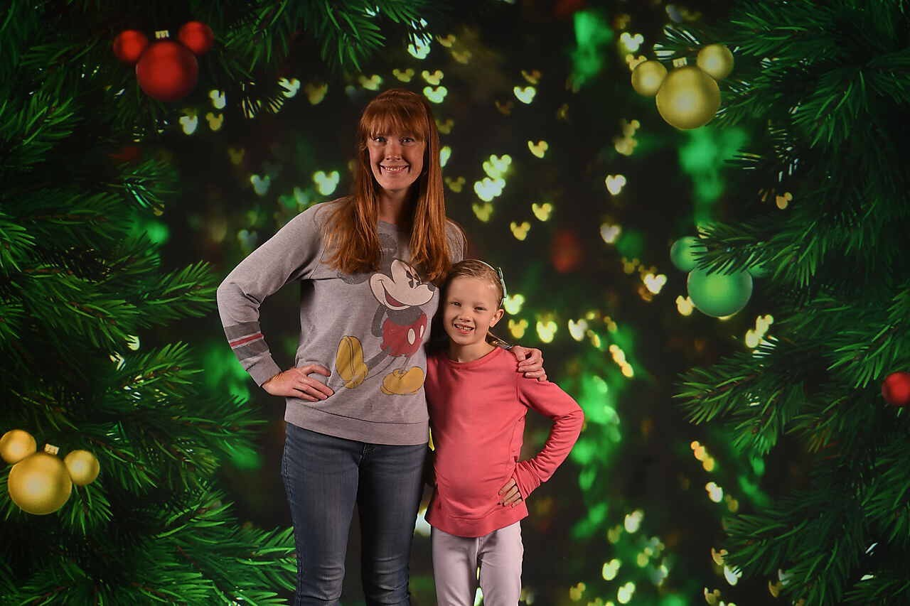 mom and daughter disney christmas photo