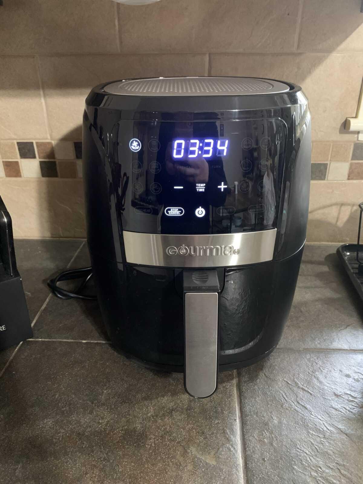 gourmia 5 quart air fryer on a countertop